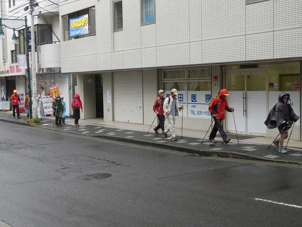少雨にめげず中山駅前商店街をウォーキング