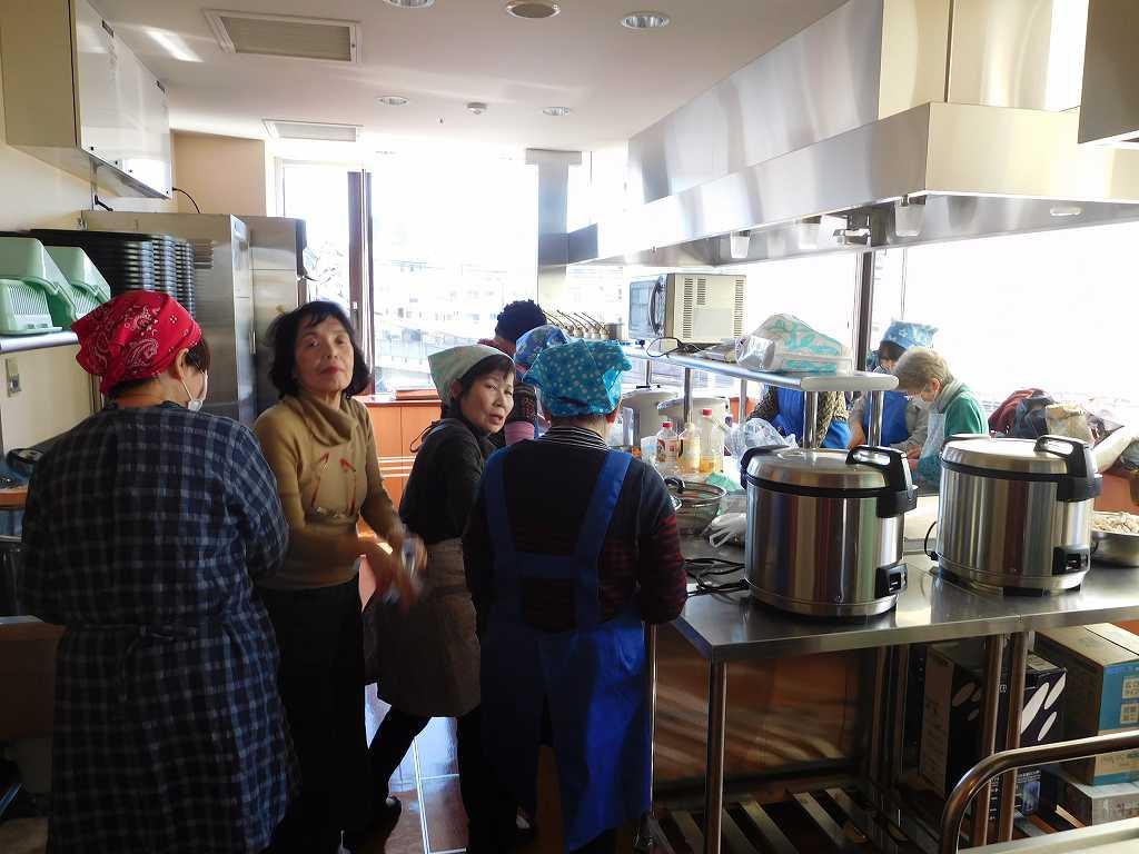 お汁粉・炊込みご飯も同時並行して料理して頂いています