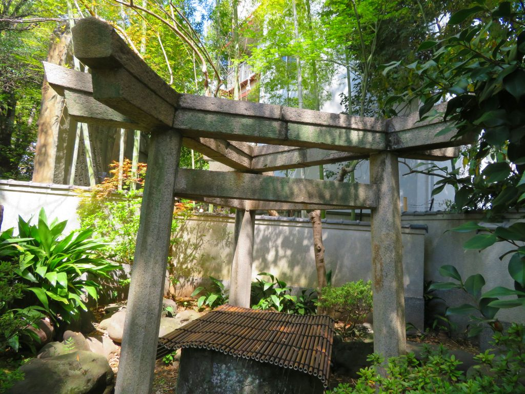 三囲神社鳥居