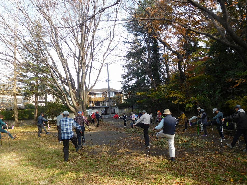 市ヶ尾町公園でウォーミングアップ・筋トレを行いスタート