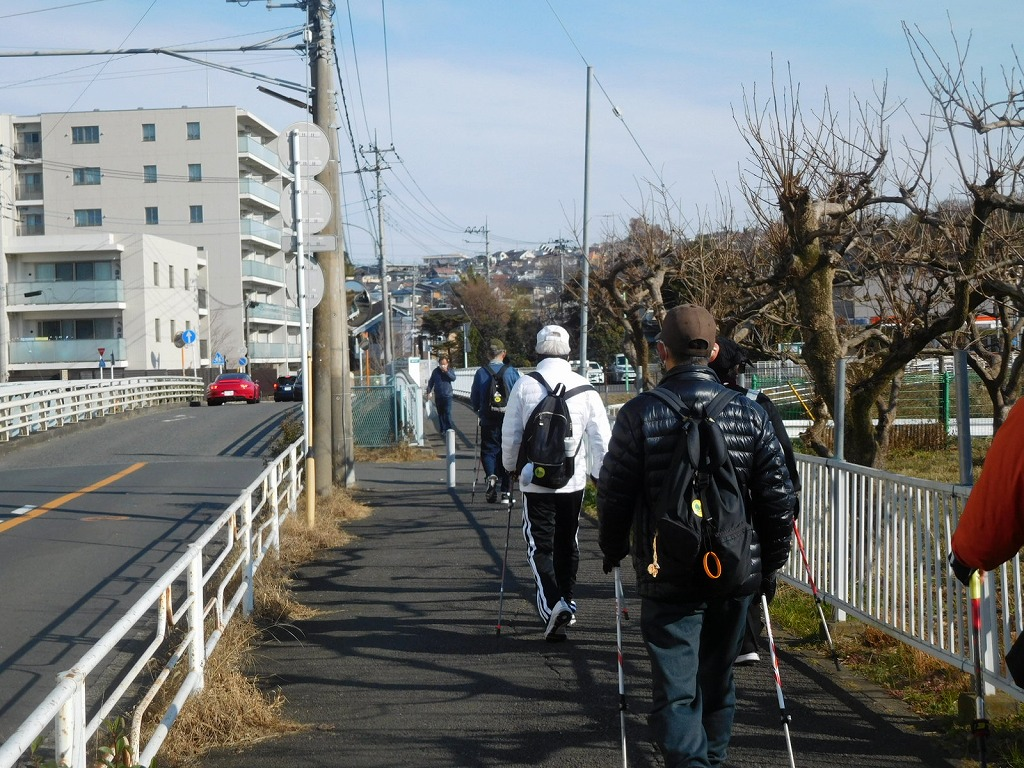 川間人道橋を歩いてます