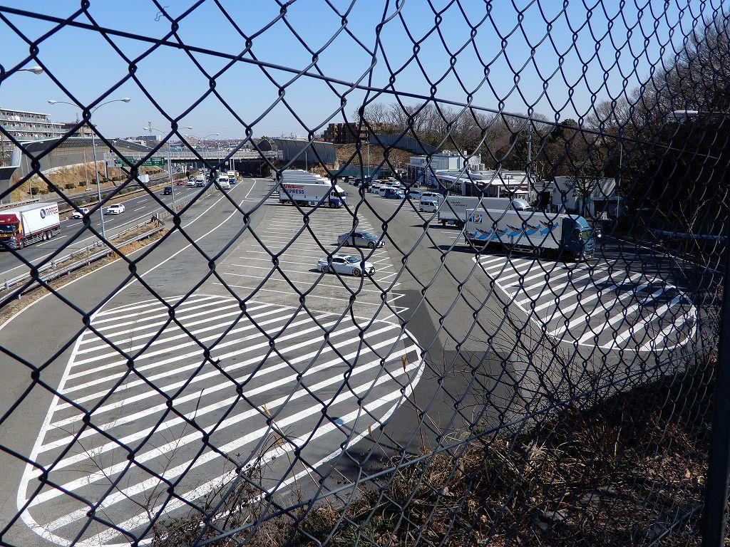 東名高速港北PAは日曜日なのに前回と比べガラガラの状態です
