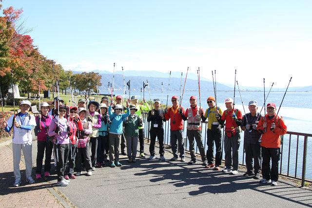 八ヶ岳・諏訪湖をバックに集合写真