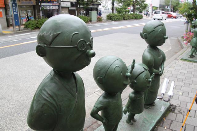 サザエさん一家の像も有ります
