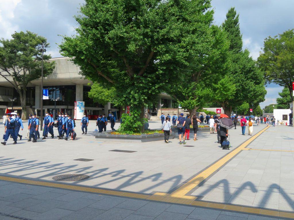 上野駅には多くのポリスが
