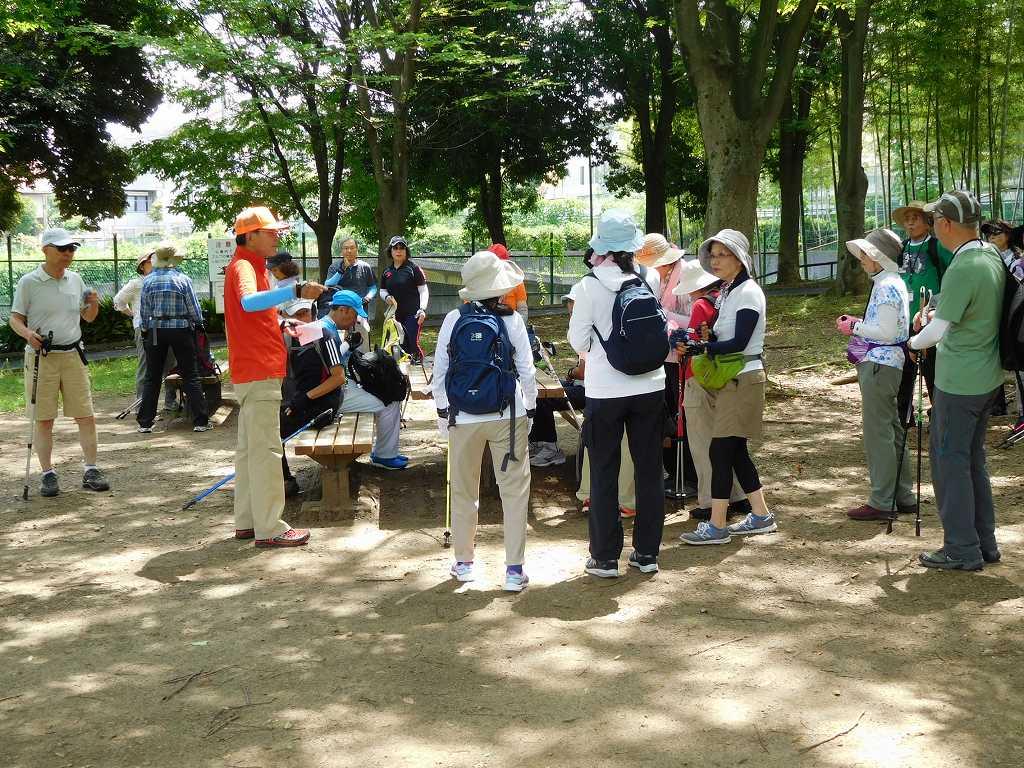 荏田猿田公園で水分・糖分補給 体力測定で力尽きた人はいません