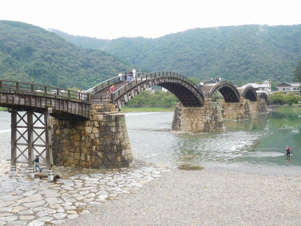 日本三名橋の一つです。山口県民の愛する橋です。
