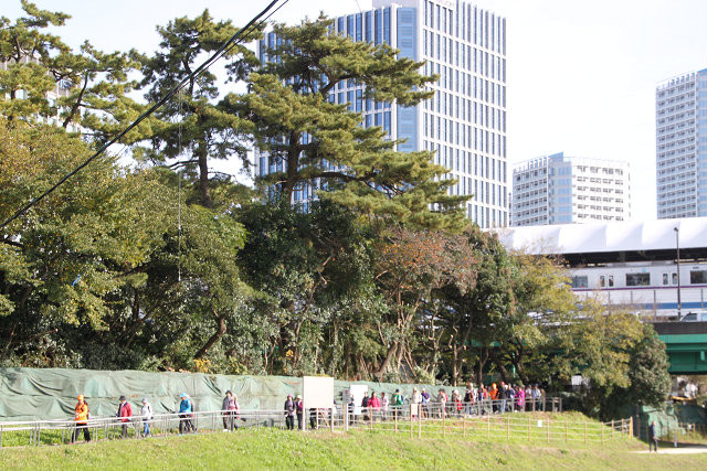 「兵庫島公園」内をウォーキング