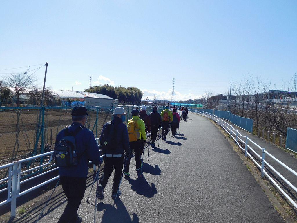 鶴見川沿いをウォーキング