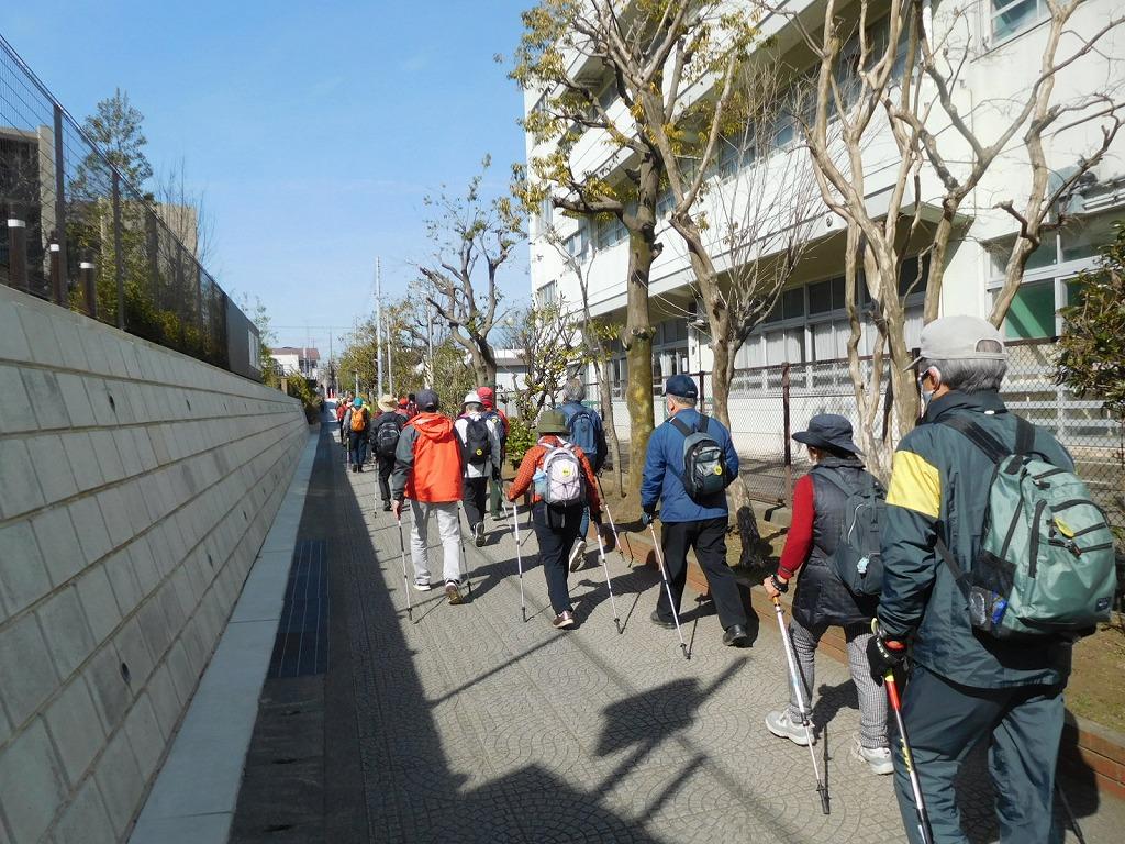 荏田西小学校横の遊歩道