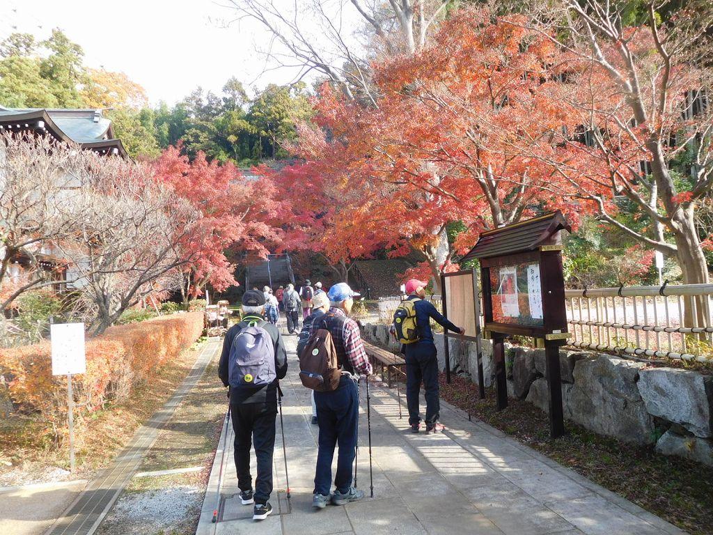 心行寺に到着 紅葉が綺麗です