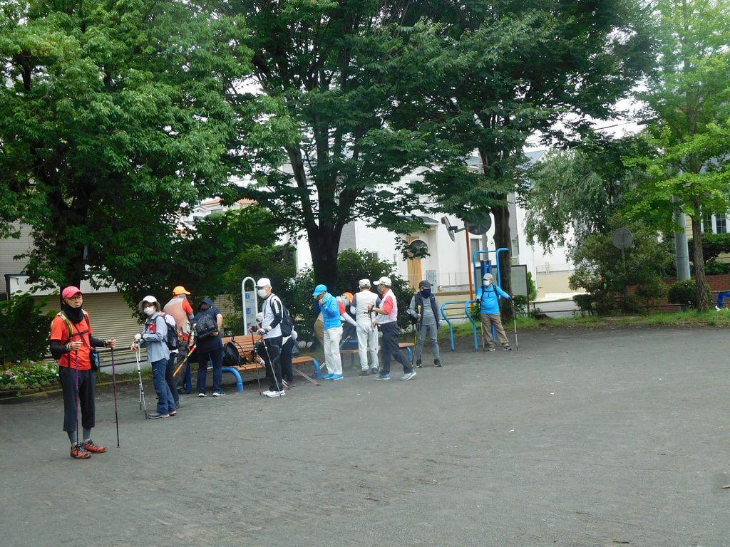 泉田向公園で休憩 隣の人との間隔を空けて!!