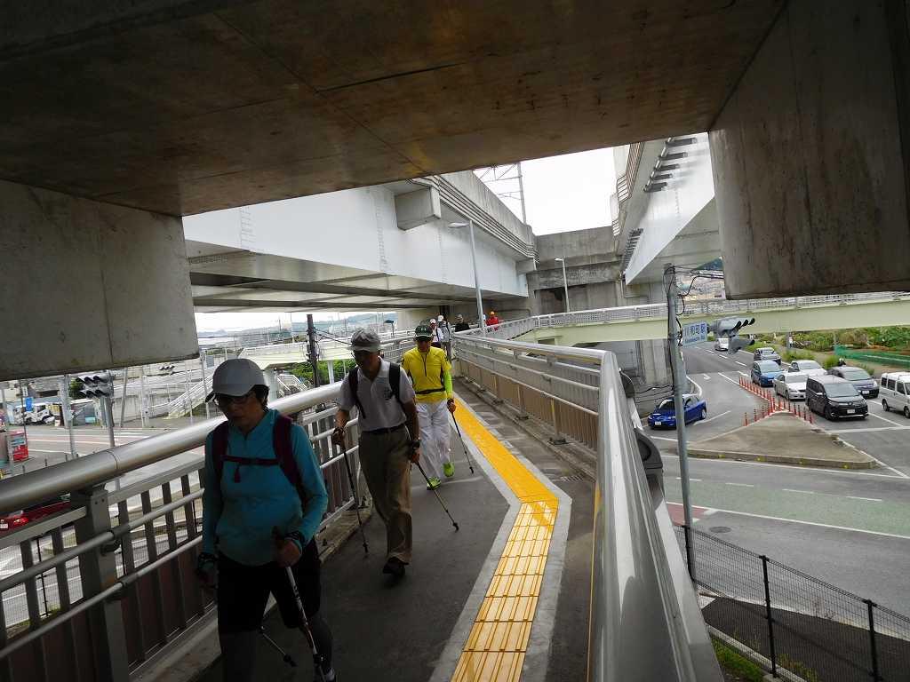 川和駅への架橋をウォーキング