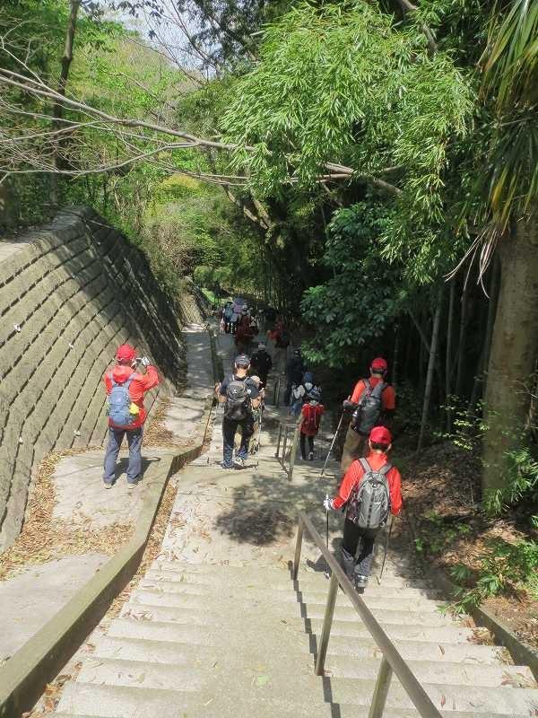 宗泉禅寺から里山を歩き漸く北八朔公園入口にたどり着く