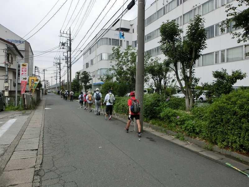 川和遊水地管理棟を目指してウォーキング 車が来ます注意!!