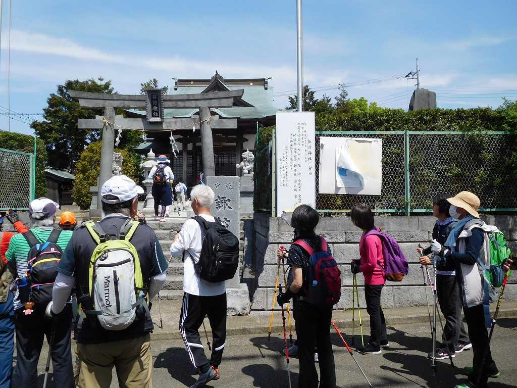 初めて参拝する「諏訪神社」です