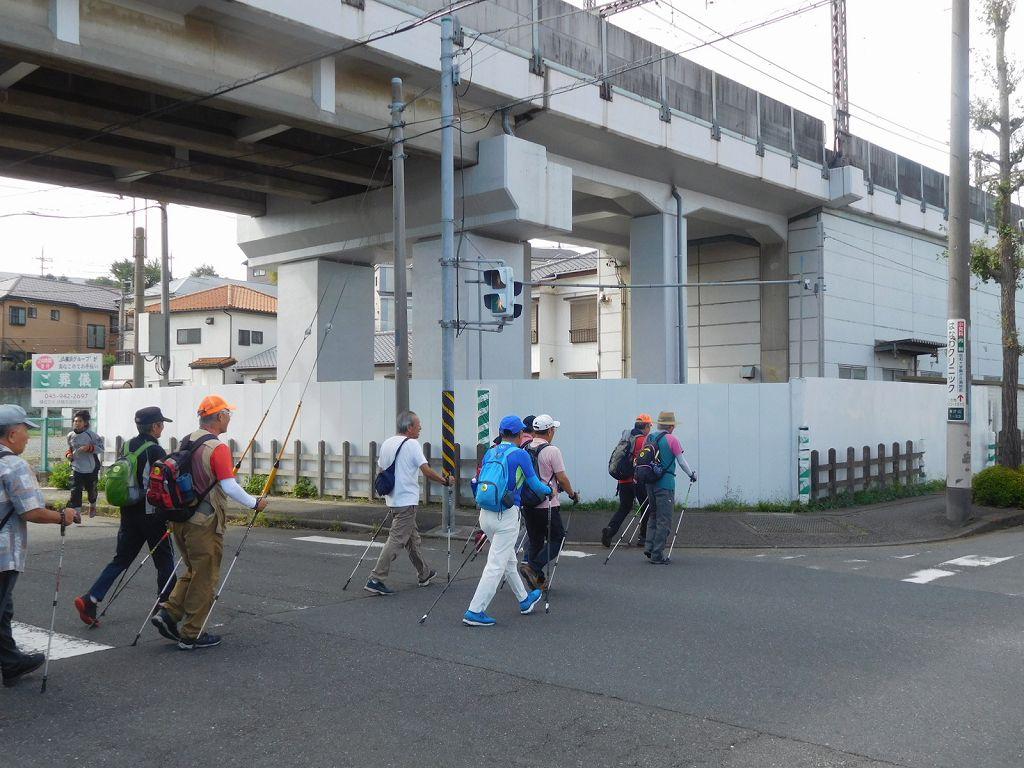 青葉自動車学校横をウォーキング