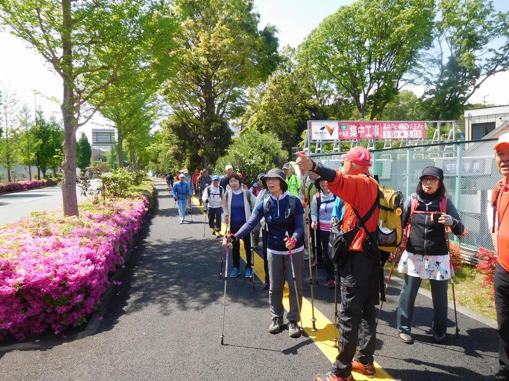 東京オリンピック会場となる国立競技場前をウォーキング
