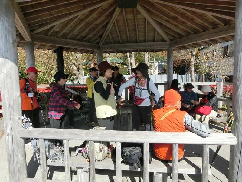 長池親水公園で大休憩 隊列を整えました