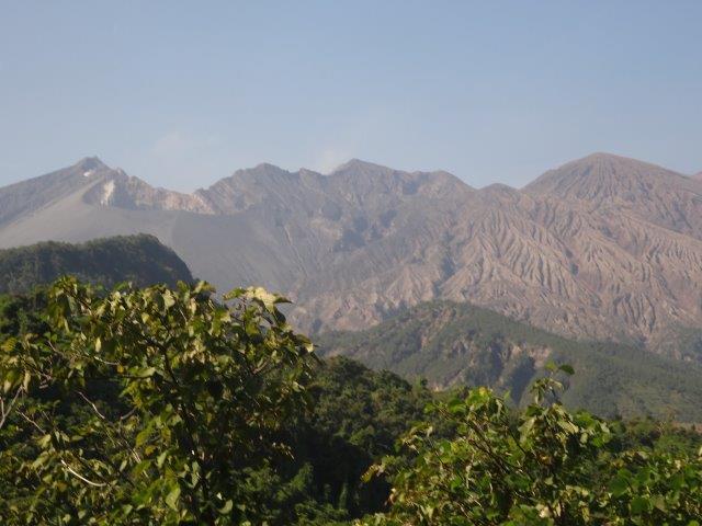 桜島も近くによれば険しい活火山です