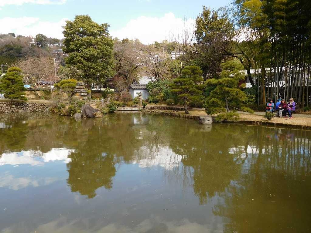 松永記念館の大きな池