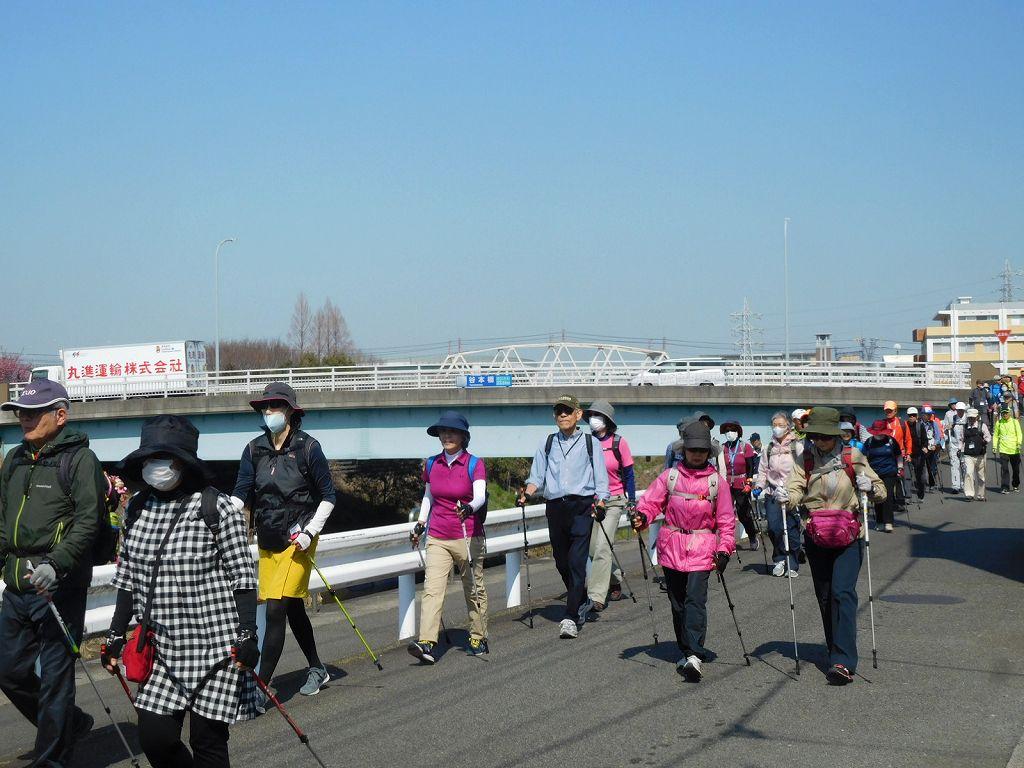 谷本公園でウォーミングアップ後 鶴見川沿いを歩く