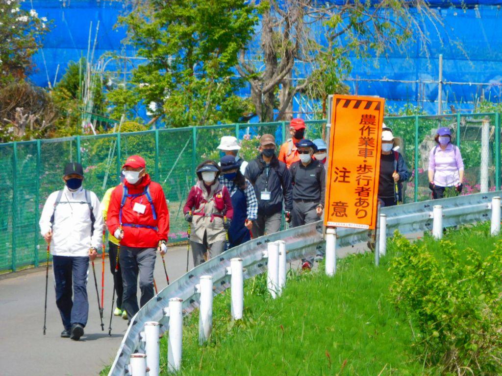 鶴見川から川和町へ入る二班