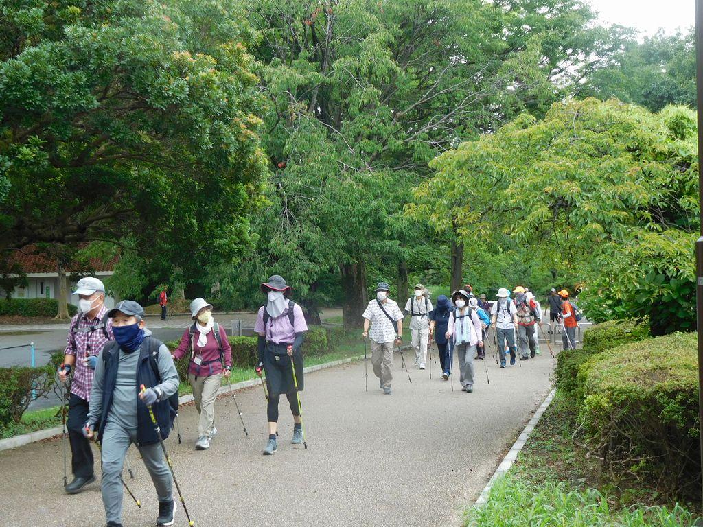 最後尾グループも鴨池公園をスタート