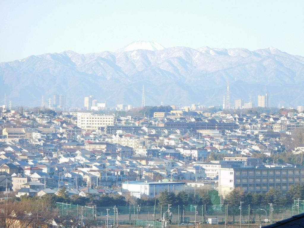 今日の富士山 今年の富士山頂上の雪が少なく絵にならないとの声も有り