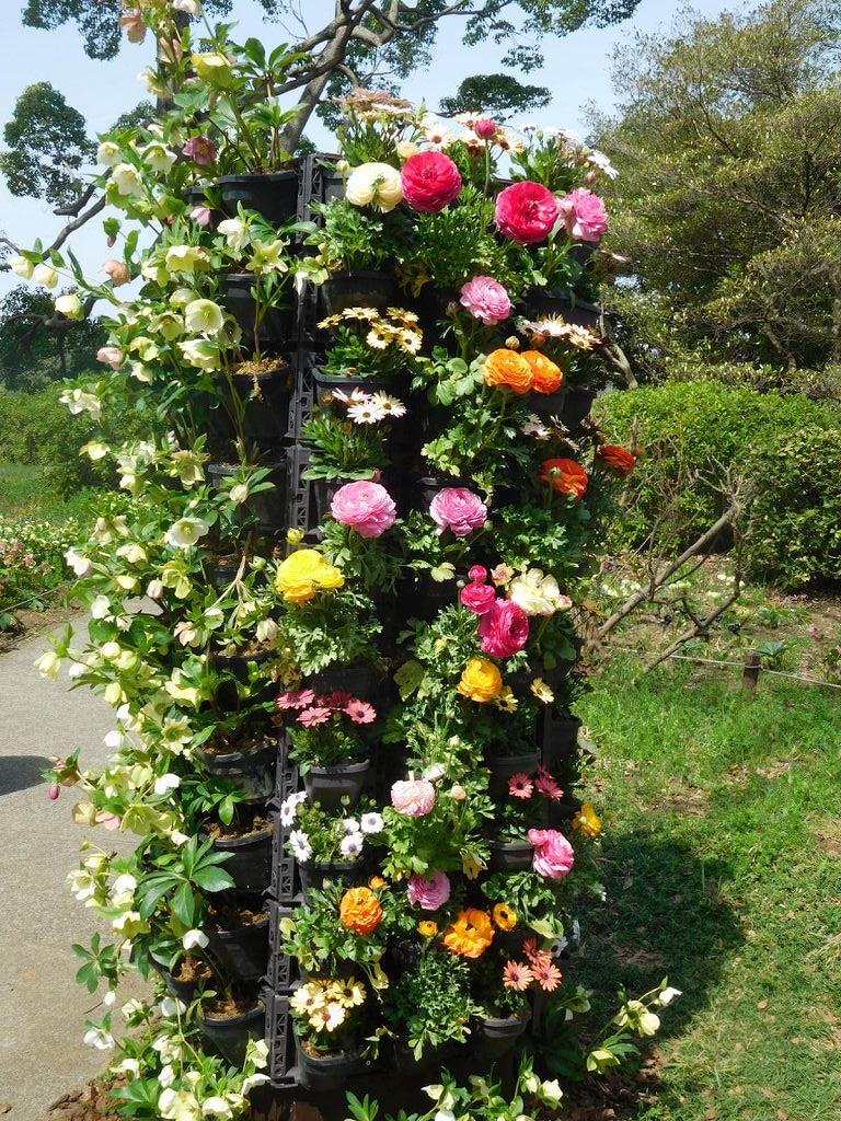 このような花の塔が2つあり、カメラマンが真剣に撮っていました
