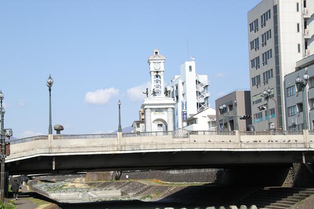 駅前の水無川からの風景