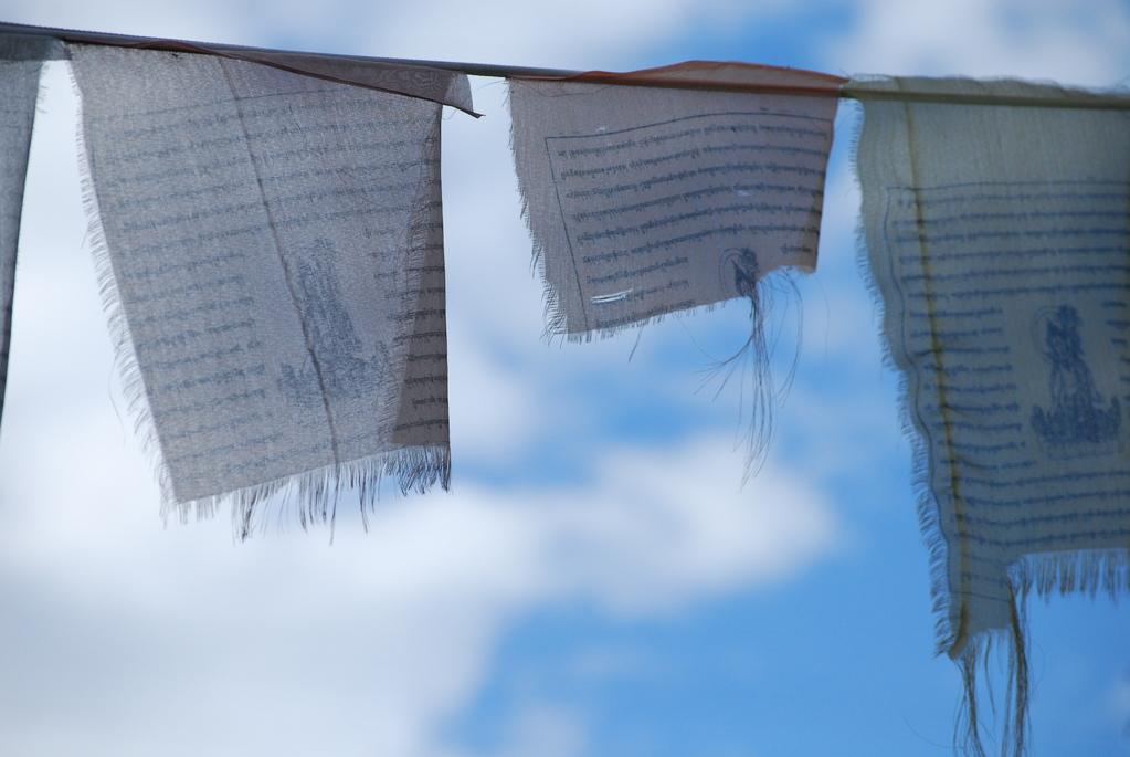 Le vent qui souffle caresse au passage les formules sacrées imprimées et les disperse dans l'espace, les transmettant ainsi aux dieux (source wikipédia)