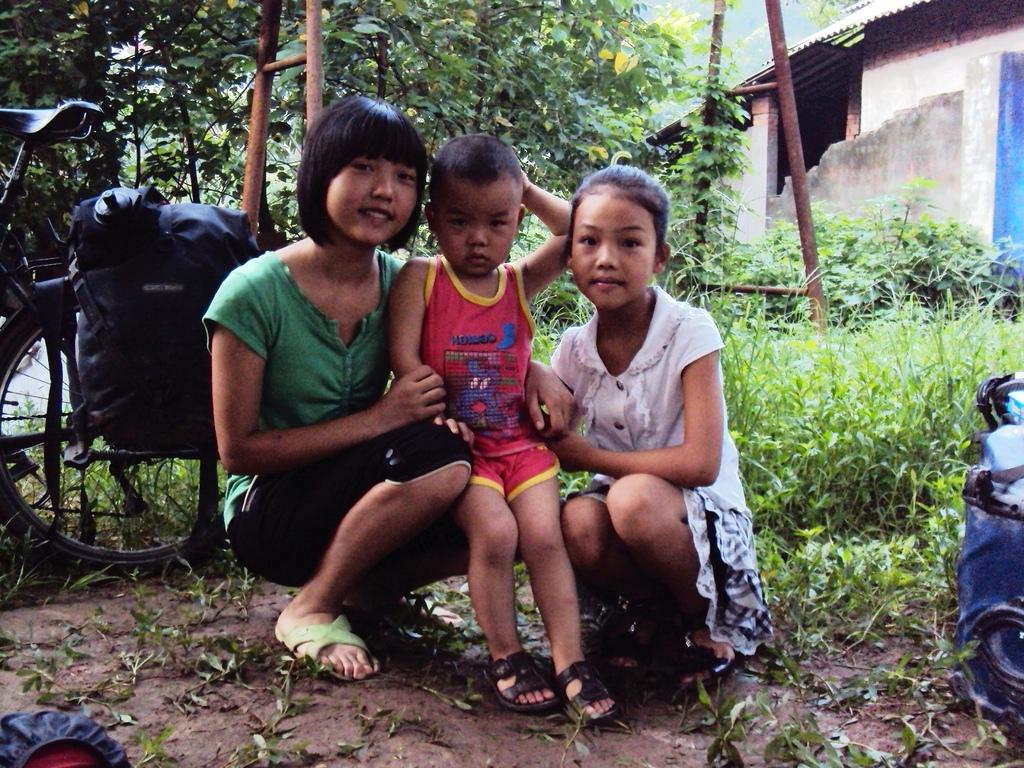 Jeunes enfants d'une famille où nous avons dormi