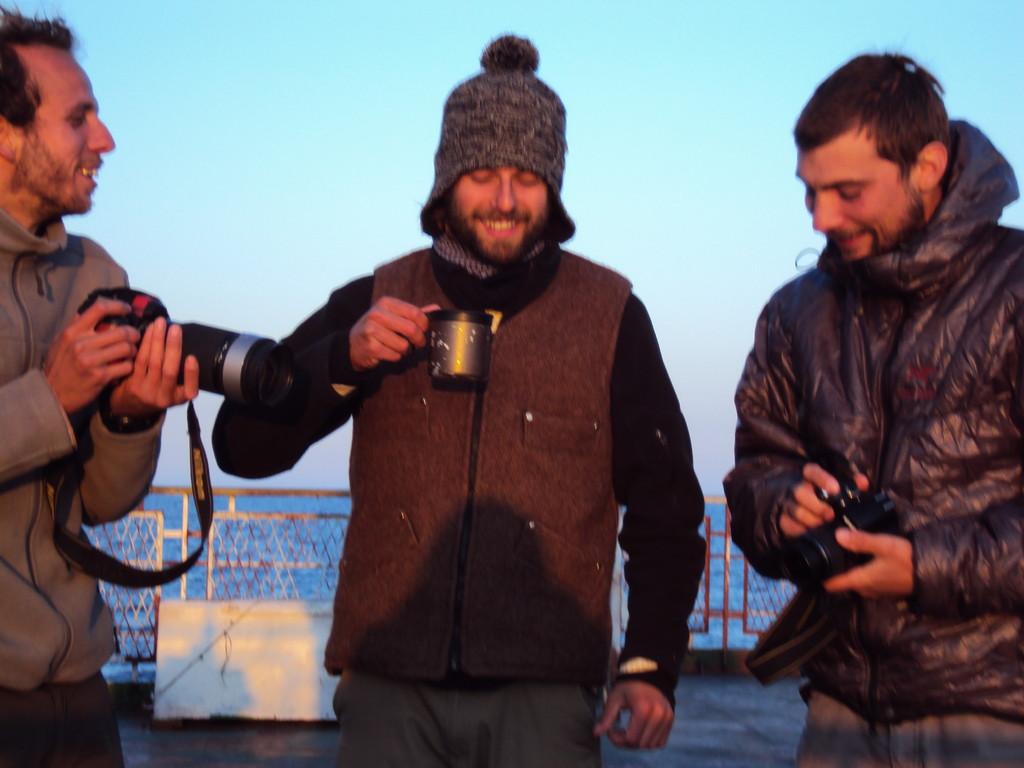 Sur la Mer Caspienne, c'est parti pour l'Asie Centrale! Grégoire, Arnau et Davide