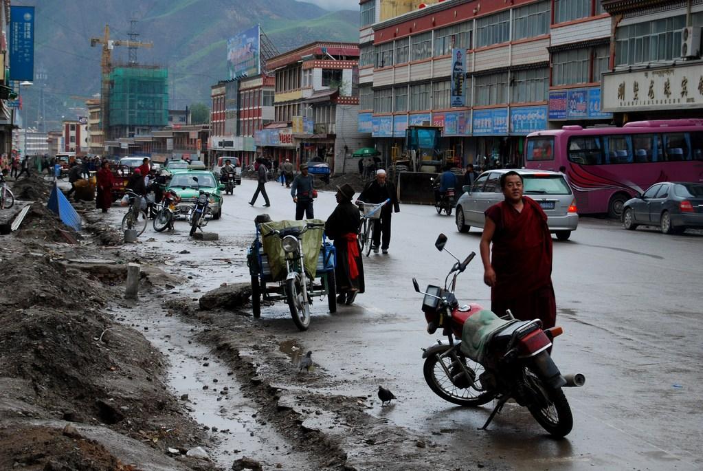 Dans la rue principale de Xiahe