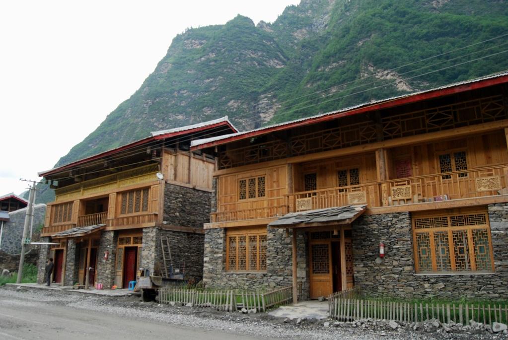Maisons reconstruites après le séisme
