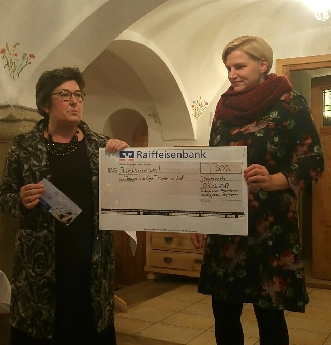 Spendenübergabe an Frauen helfen Frauen