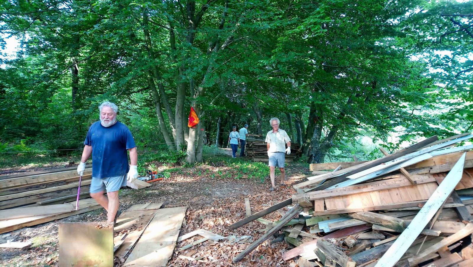Nettoyage des derniers tas de bois