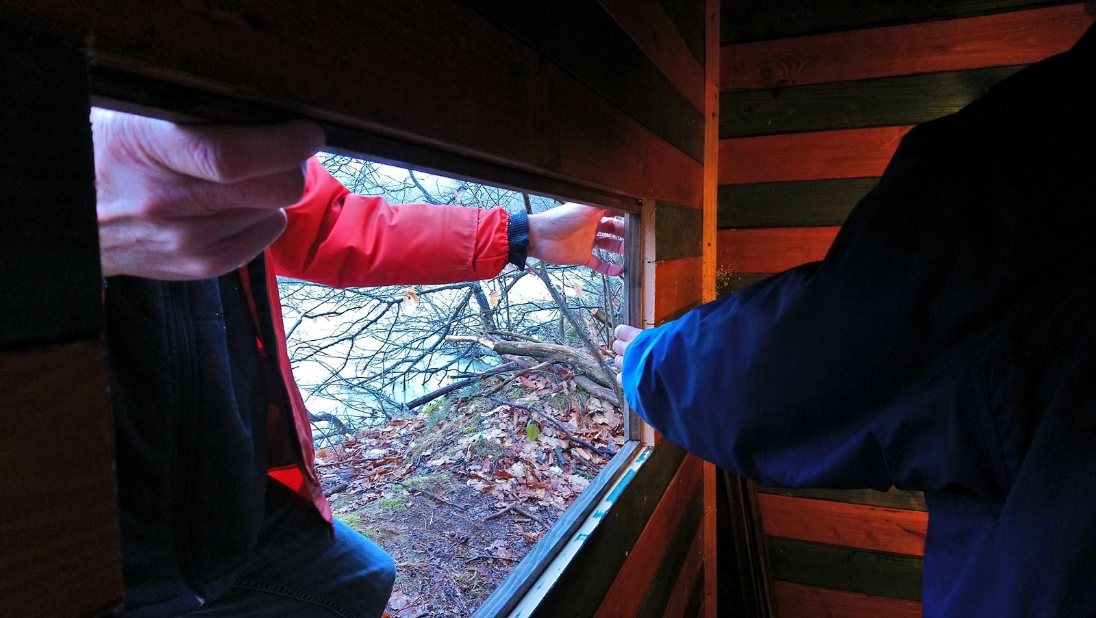 Mise en place des bordures des vitres