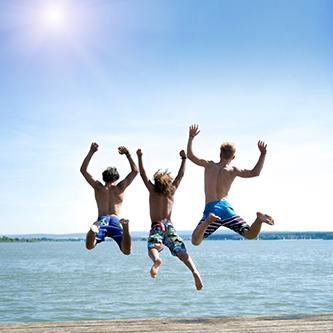 Drei Männer am Strand