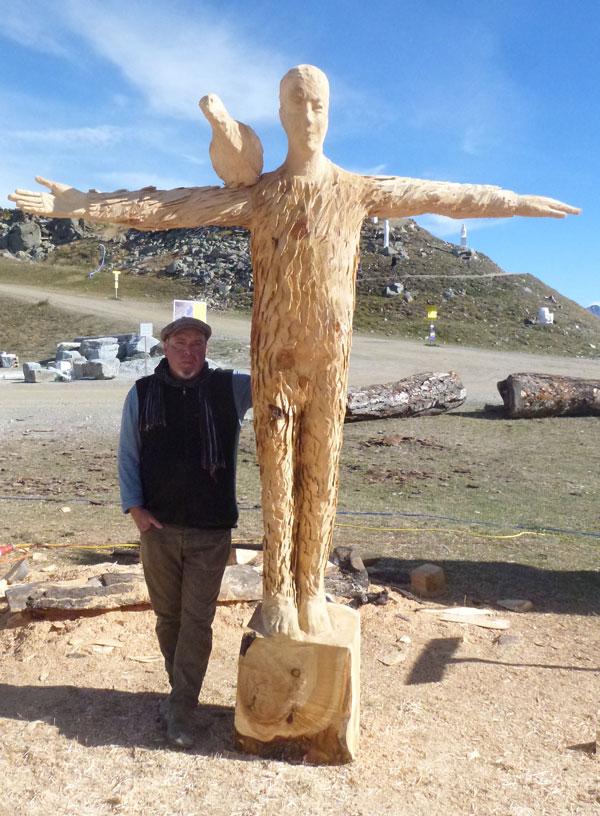 Equilibrist 2016, Zirbenholz, 2,6 m hoch, 2,3 m breit