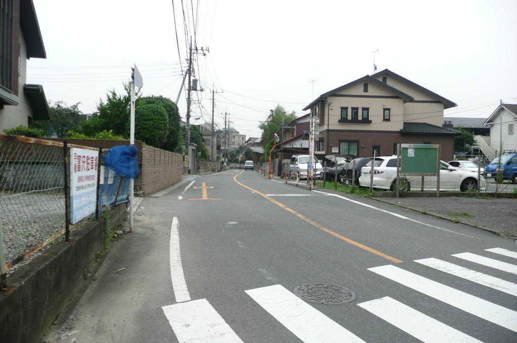 大坂通りへ入り、左手一軒目のお家の角から