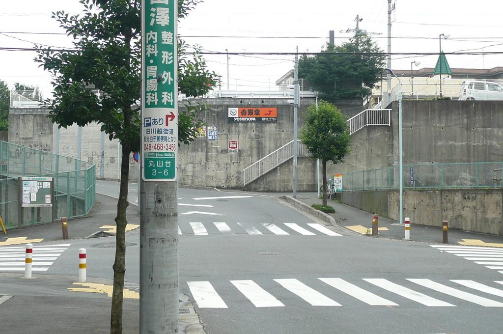 大和中学校を越えて進むと前方に吉野家の看板