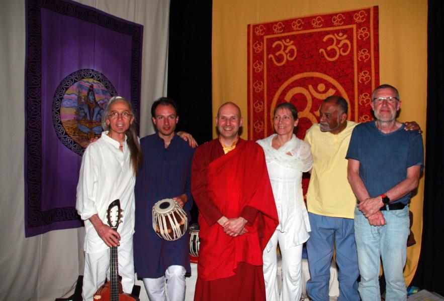 Jean-Michel (à gauche) en compagnie de sa compagne Florence et d'amis musiciens lors d'un concert aux Sables d'Olonne.