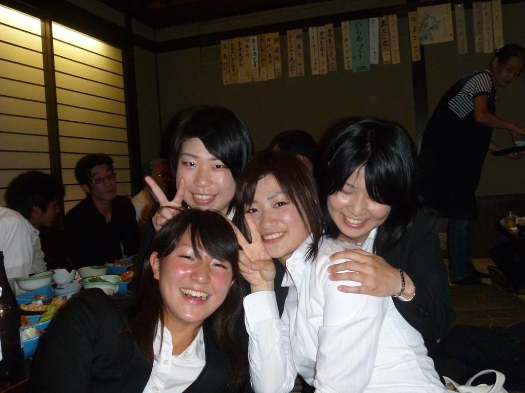 女4人で撮りました。高島がいません。。。