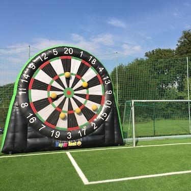 Ganzes Fest: Fussball-Dart auf der Spielwiese (FC Buchs-Dällikon)