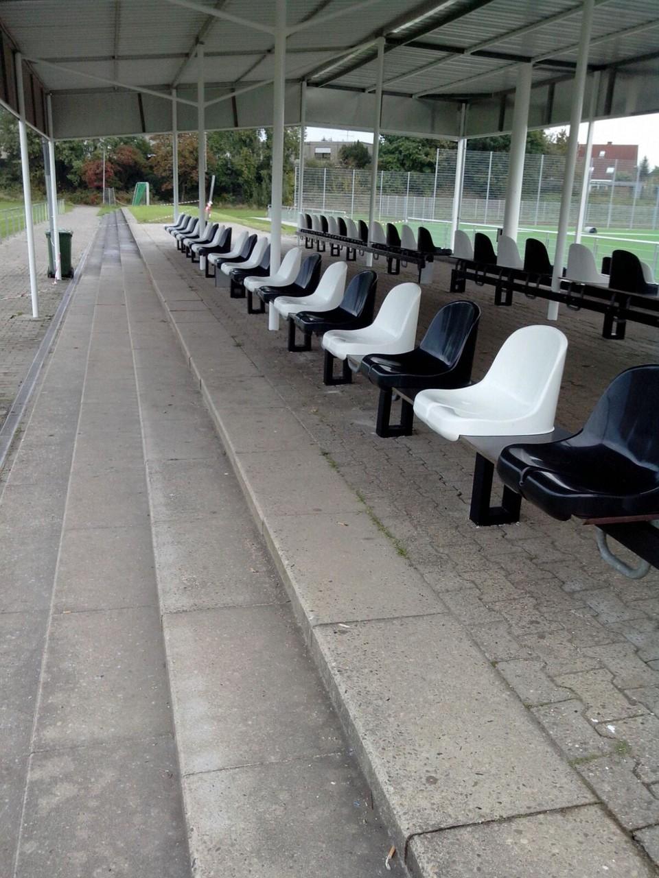 14.10.2015 - Sitze auf Naturrasenseite