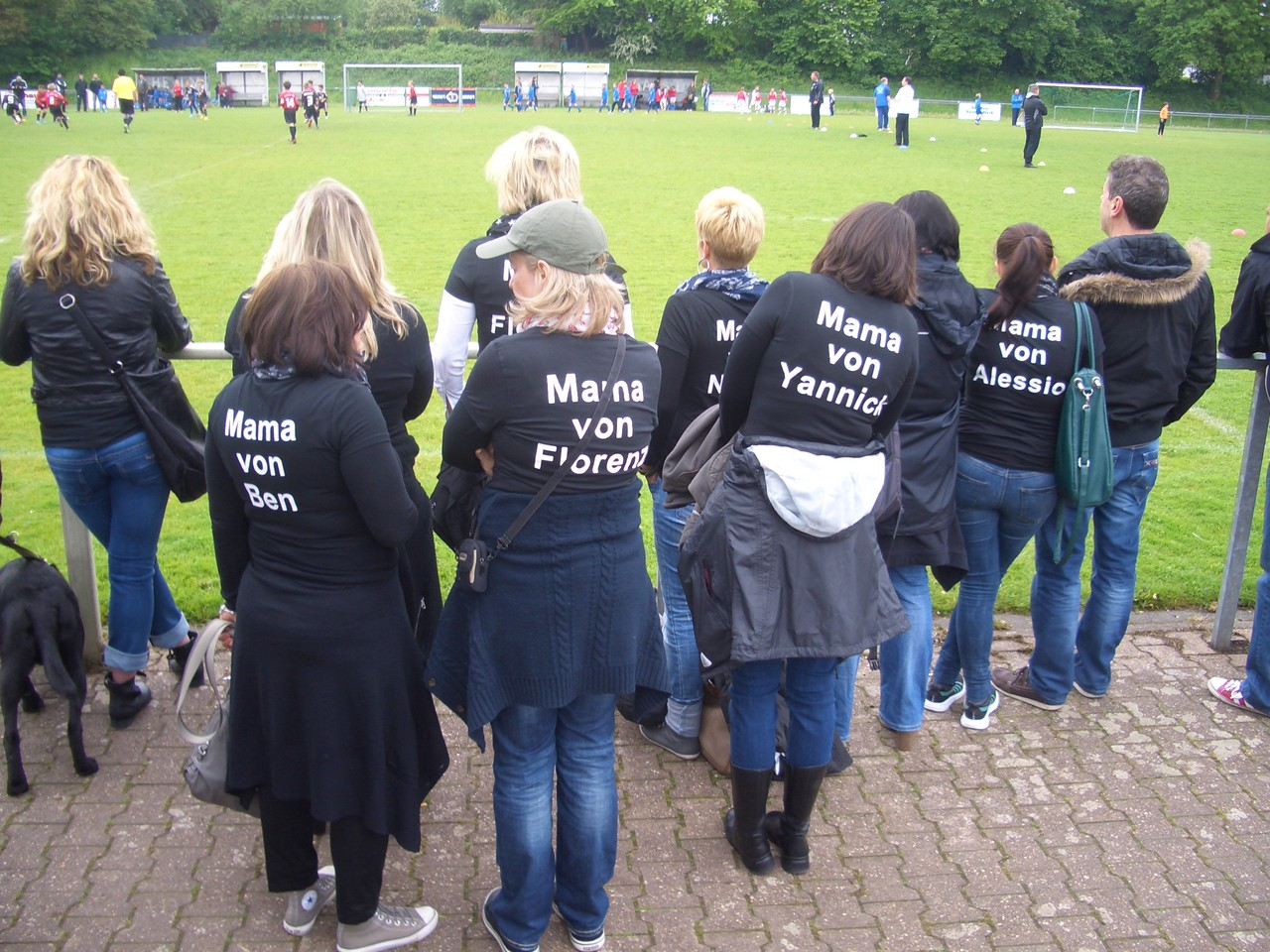 Die Fußball-Muttis beim Pfingstturnier in Lürrip am 18.05.2013