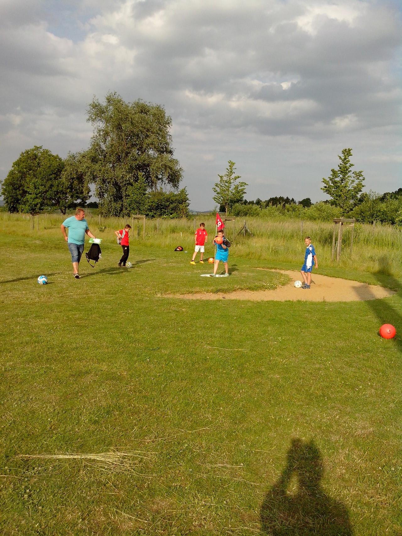 14.06.2015 - Die D1 beim Fußball-Golf in Berrendorf