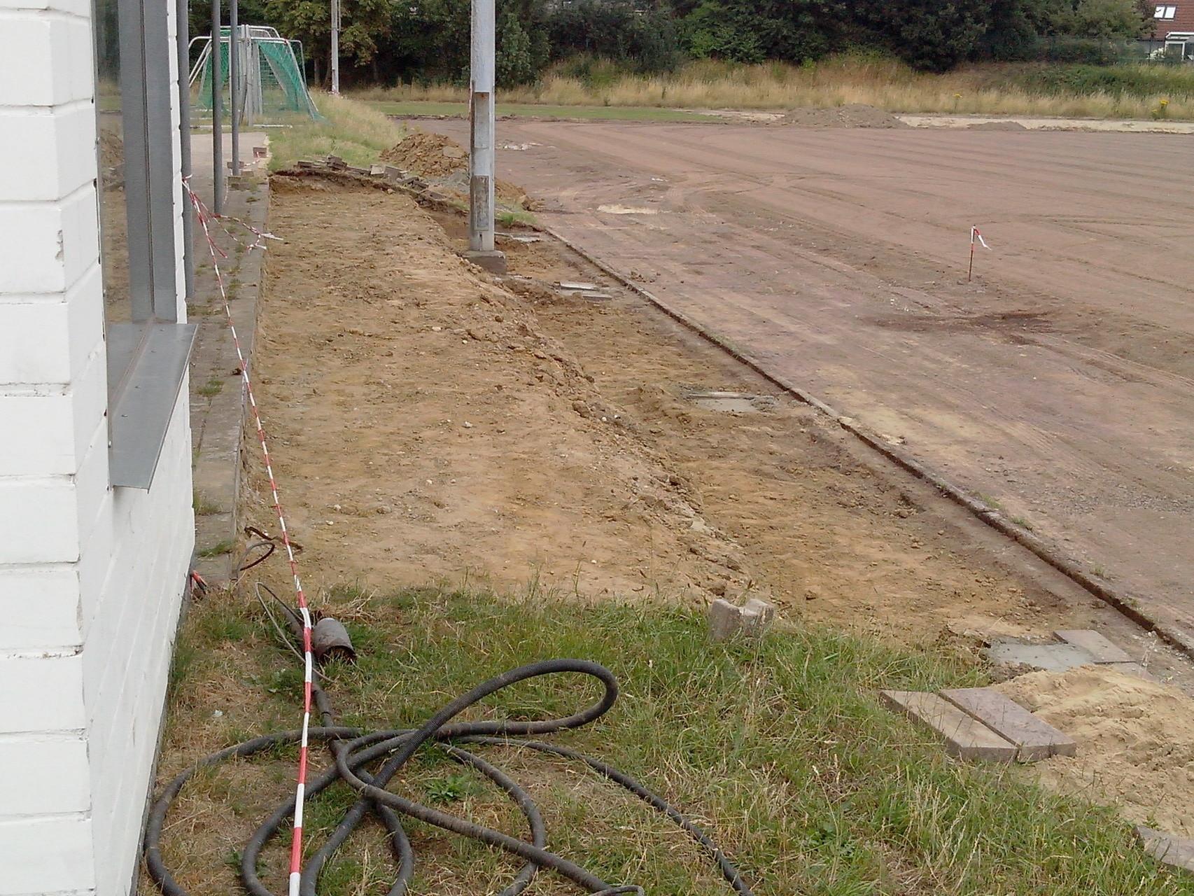 14.07.2015: Weitere Vorarbeiten für die Tribüne wurden vorgenommen